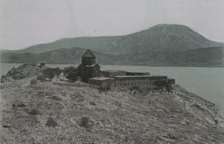 Աղթամար կղզին 20-րդ դարի սկզբին: Աղբյուրը՝ www.houshamadyan.org
